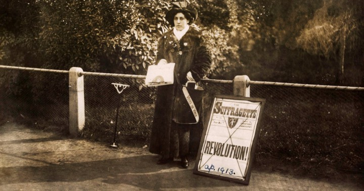 Princess Sophia Duleep Singh selling Sufragette subscriptions in 1913